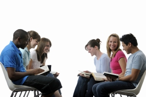 Pesquisa-mostra-predominancia-da-amizade-no-primeiro-contato-das-pessoas-com-a-igreja
