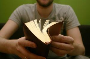lendo-a-biblia-porque-ler-a-biblia-ser-cristao-retificados
